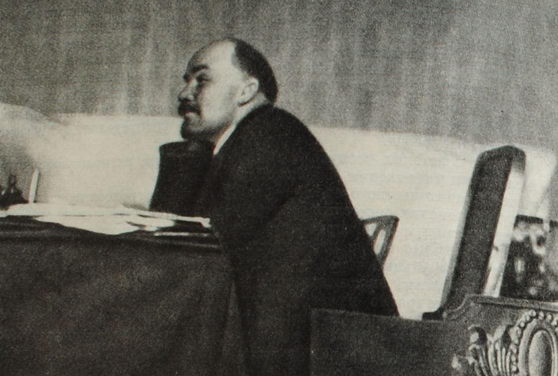 В.И. Ленин на заседании Пленума ЦК РКП(б) в октябре 1922 года. Фотография.