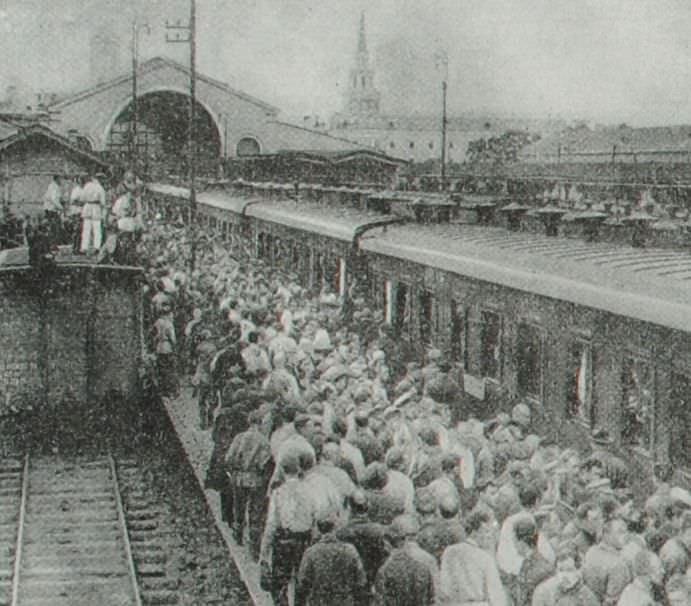Прибытие германской и шведской рабочих делегаций в Москву. Фотография. 1925 год.