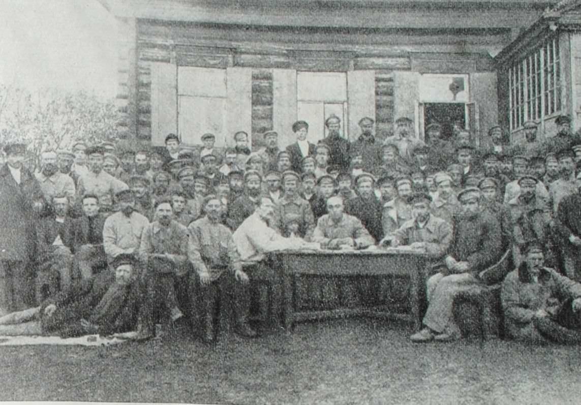 Первый съезд комбедов Малиновской волости Саратовской губернии. Фотография. 1918 год.