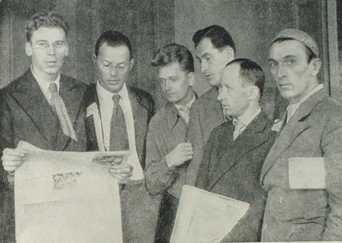 М.В. Куприянов, И.А. Ильф, Н.А. Соколов, Е.П. Петров, П.Н. Крылов, А.Г. Архангельский. Фотография. 1934 год.
